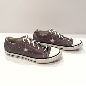 Converse Chuck Taylor's One Star Sneakers